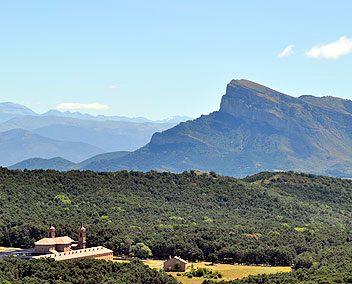 Ruta 12: Jaca – Peña Oroel – San Juan de la Peña – Santa Cruz Serós – Jaca